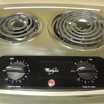Electric stove with 2 burners