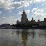 Hotel di giorno visto dalla moscova