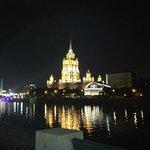 L'Hotel di notte visto dalla Moscova