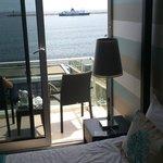 Les chambres côté mer ont un balcon