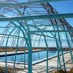 fabulosa estructura e infraestrustura alrededor de la piscina ...desaprovechada en invierno!...