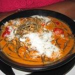 Espagetti negros con salsa de salmon