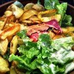 Ensalada con Magret de Pato y patatas fritas (Salade Gascon)