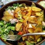 Ensalada con Pollo y patatas fritas