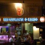 Terrasse en bord d'avenue du restaurant O Cardo.