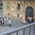 desfile frente al Ayuntamiento el día de mi arribo