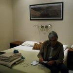 mi esposo en la habitacion