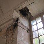 Plafond pourri par l'humidité.