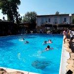 Giugno, festa in piscina
