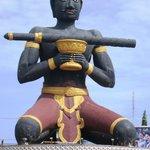 Battam Bong statue
