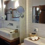 Kalu's Suite bathroom