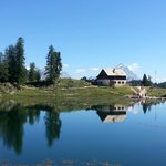 Rifugio Croda da Lago G. Palmieri e lago Federa