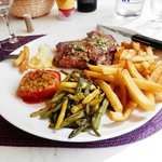Amazing entrecôte with yellow and green beans