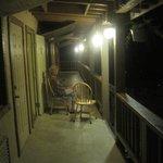 Drink på balkonen uden for værelset
