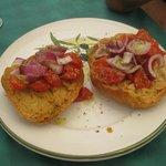 Frise con pomodoro e cipolla rossa