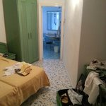 Visione della stanza e del bagno