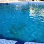 Um hotel 4estrelas, caro e em Agosto com uma piscina assim neste estado