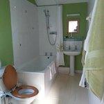 spacious en-suite bathroom with great shower pressure :)