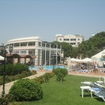 Restaurant und Poolbereich