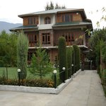 The Oasis Guest House -Srinagar in September- Autumn 2013