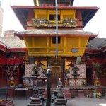 Tempel nebenan