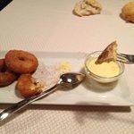 frittelle di mele con salsa alla vaniglia