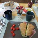初日の朝食。サンドウィッチ1人分。美味しくて丁度良い量。