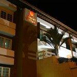 Fachada do Hotel Village