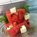 cubisme de pastèque et fêta, huile d'olive mentholée