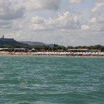 vista dal mare del lido e della vicinanza con la città di Loreto