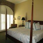 Harborview Inn room