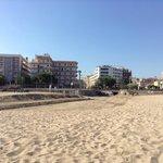 Фото с пляжа. Левое здание наш отель.