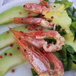 Shrimps and melon with small hot pepper corns