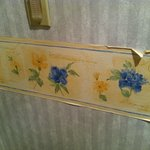 wall paper in bathroom