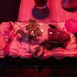 planka m. ryggbiff, räkstjärtar och bacon.