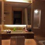 petit aperçu de la salle de bains avec WC