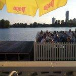스트란트 카페의 일몰 직전 도나우 강변 풍경