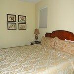Corner Room 316 - King Bed