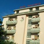 facciata dell'albergo
