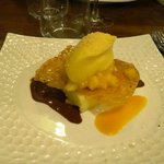 Cheese cake á la mangue, crispy coco, sorbet fruit de la passion