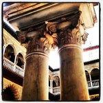 Columnas de los Reales Alcázares de Sevilla. Guía María