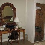 Room Desk & Closet