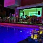 snack-pool bar