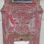 cassetta postale posta sull'angolo dell'hotel