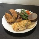 Beef Wellington, au gratin and mixed veg with pepper sauce