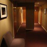 i corridoi del quarto piano dell'hotel