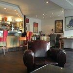côté bar , ..... fauteuils Club d'époque sur un doux fond musical