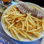 salsiccia e patate fritte
