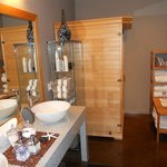 Spa Change Room, Shower Facilities and Infrared Sauna