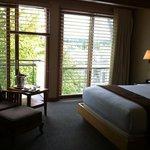 queen partial view room